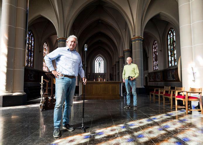Bas Reichgelt en Han Butink (rechts) hebben een virtuele rondleiding door de Johannes de Doperkerk gemaakt.