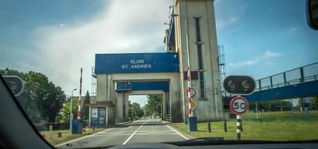 Wethouder Ans Mol hoopt op hogere brug tegen files