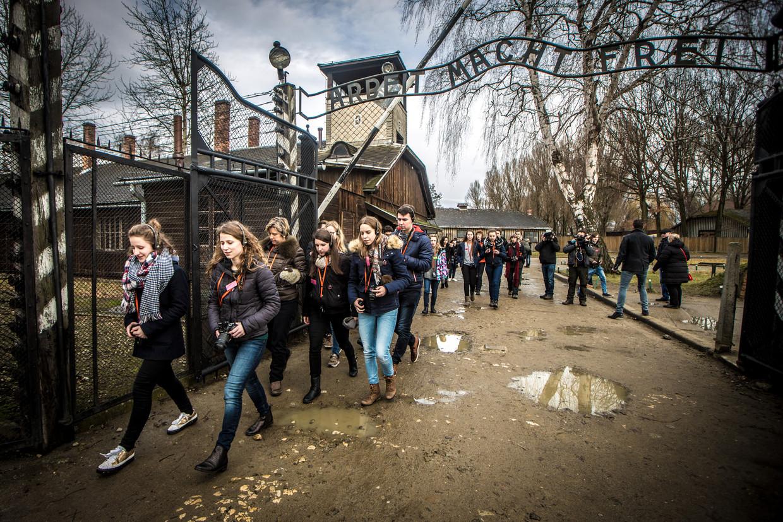 Het voormalige concentratiekamp Auschwitz-Birkenau trekt elk jaar miljoenen toeristen. Beeld Jan Aelberts