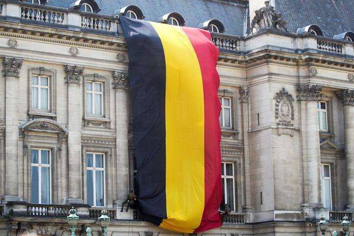 Un grand drapeau belge a été déployé durant le défilé.