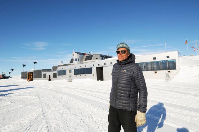 """Alain Hubert voor de Prinses Elisabethbasis op Antarctica: """"De raadkamer heeft geoordeeld dat ik altijd eerlijk en integer ben geweest. Ik ben blij, vooral voor mijn familie, vrienden en medewerkers. Zij hebben het moeilijker gehad dan ik met alle onterechte beschuldigingen."""""""
