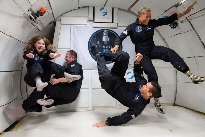 De crew van Inspiration4: Hayley Arceneaux, Chris Sembroski, Jared Isaacman en Sian Proctor.