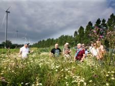 Initiatiefnemers windpark proberen (voor)oordelen weg te nemen tijdens een 'windsafari', die nogal tam verloopt