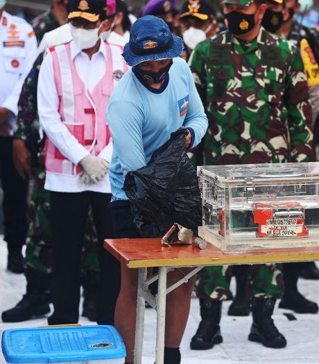 Duikers vinden zwarte doos van in zee gestort vliegtuig Indonesië, één slachtoffer geïdentificeerd