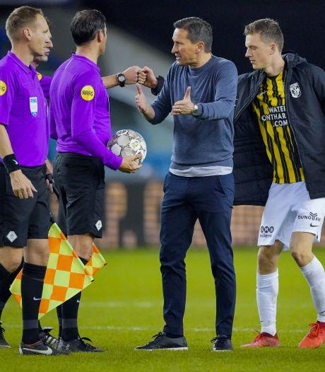 Schmidt hekelt scheidsrechter Bas Nijhuis: 'Als je zo arrogant optreedt, moet je de goede beslissing nemen'