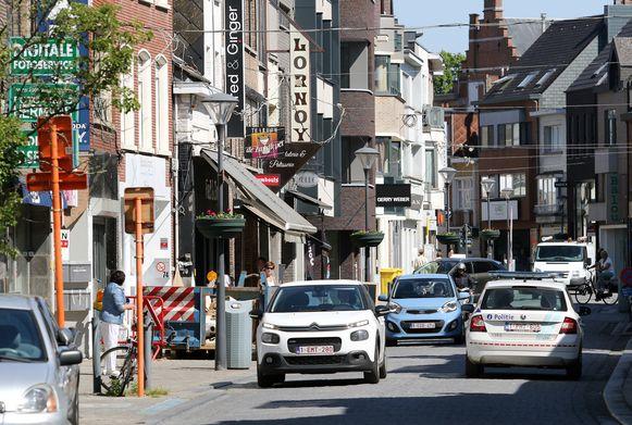 Archiefbeeld van de Zandstraat, waar de 40-jarige man aan het driften was met zijn wagen.