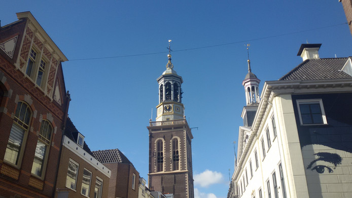 De Nieuwe Toren in Kampen loopt niet op tijd.