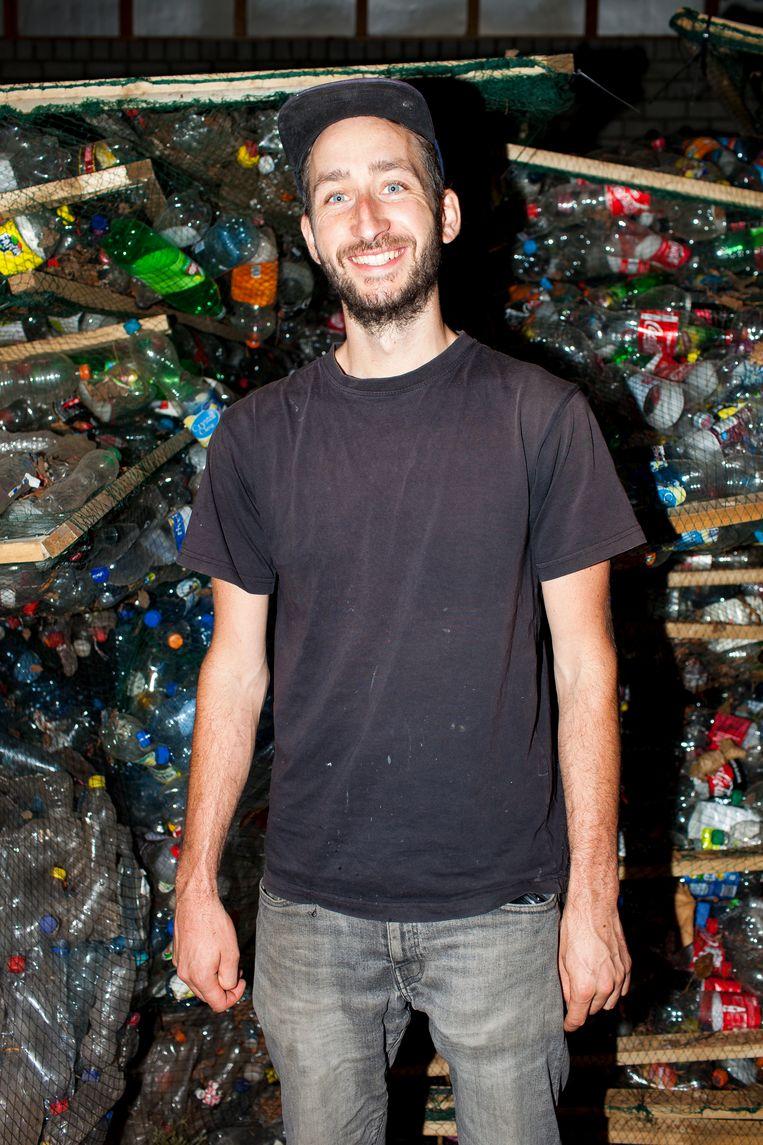 Onder de noemer Precious Plastic heeft Dave Hakkens een manier ontwikkeld waarmee bijna iedereen bijna elk plastic kan recyclen. Beeld Renate Beense