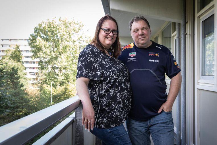 Freeda Verburg, geboren en nog altijd woonachtig in de Molenwijk, met haar man Henk Veen. Verburg: 'Natuurlijk is er veel veranderd' Beeld Dingena Mol