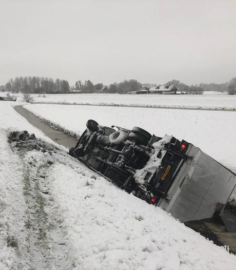 Veel ongelukken door spekgladde wegen