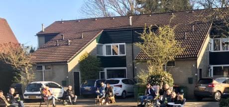 Alles afgelast, maar in Oldenzaal komen ze naar buiten voor een 'buurtborrel op afstand'