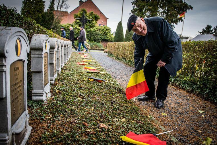 Louis Laeremans (94) plaatst al jaren vlagjes op het militair kerkhof.