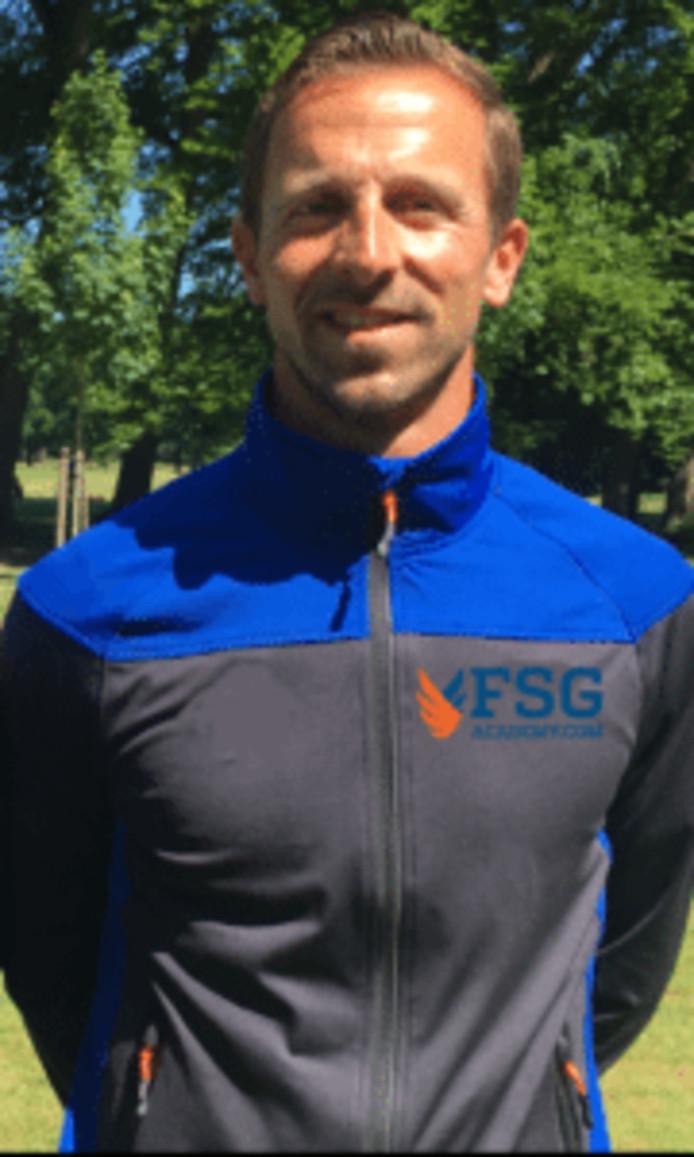 Wouter Kropman gaat de tennissers van de FSG Academy in Apeldoorn begeleiden.