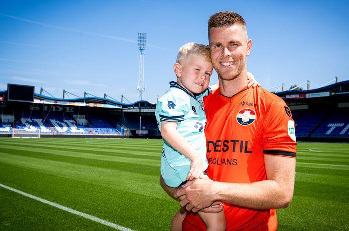 Robbin Ruiter met zoon Nevan. Dat zou eventueel een keeper uit de vierde generatie kunnen worden.