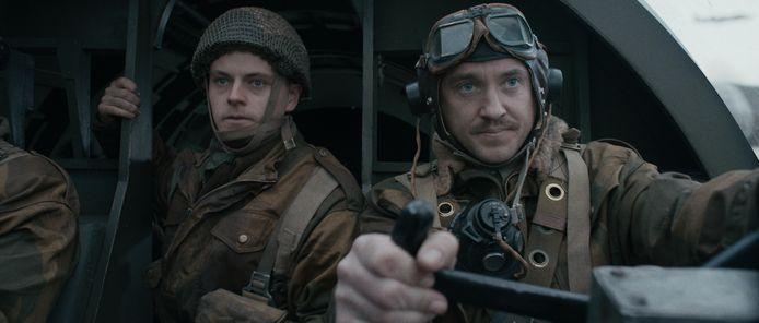 Tom Felton (rechts) als Tonny Turner in De Slag om de Schelde