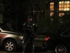 Zwaarbewapende politie haalt familie kroongetuige Mocro-maffia uit woning