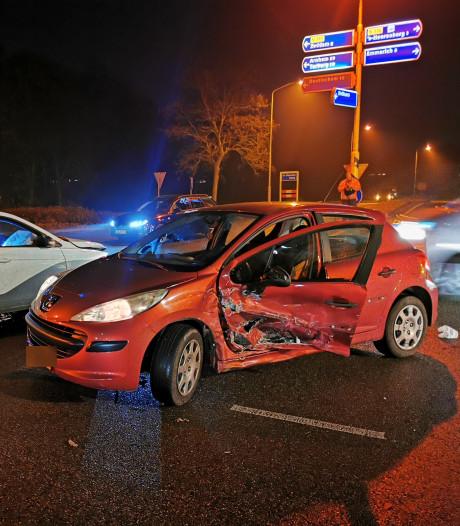 Auto's lopen fikse schade op door botsing in Lengel