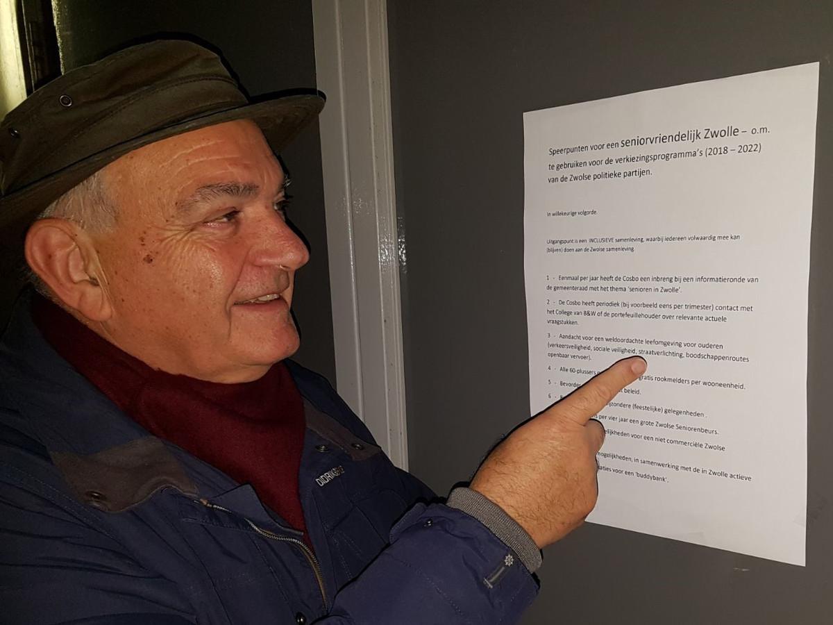 Leo Elfers bij zijn pensioenpamflet in 2019.
