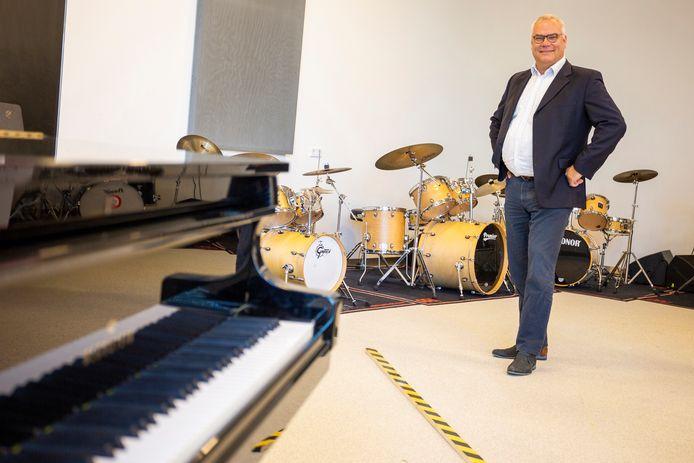 Directeur Clemens Rosmulder van De Muzen is klaar voor de opening van zijn muziekschool.