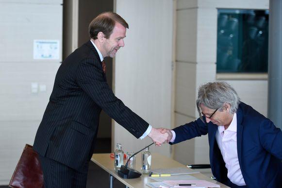 Bondsprocureur Kris Wagner met Lokeren-advocaat Walter Van Steenbrugge