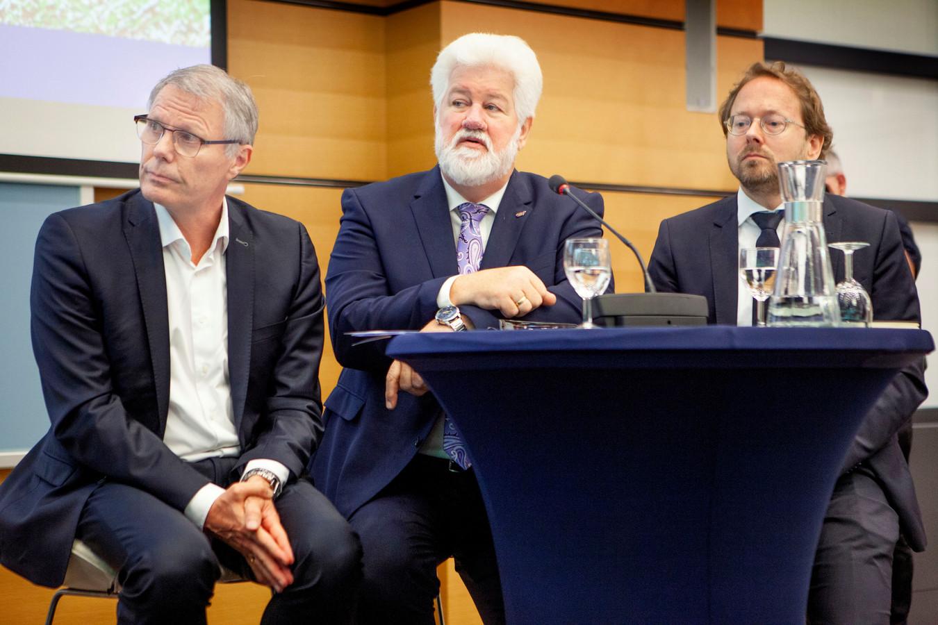 Sociale partners en Minister presenteren Pensioen akkoord. Vlnr Han Busker FNV, van Wijngaarden CNV