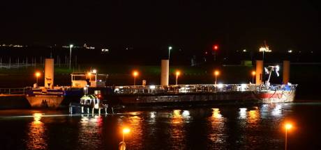 Tanker vastgelopen op Westerschelde