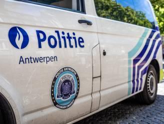 Dealer betrapt met drugs in wagen: drie inzittenden vluchten weg