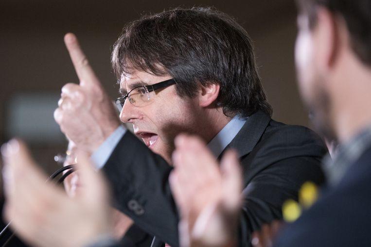 Carles Puigdemont spreekt zijn aanhangers toe. Beeld Getty Images
