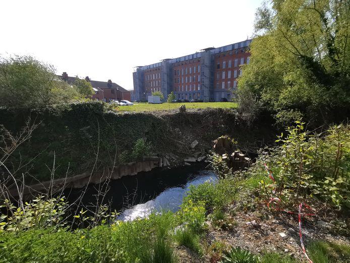 De ontwikkelaar die Zen Factory bouwde in Lot wil op deze plaats nu een voetgangersbrug bouwen over de Zenne.