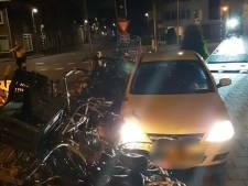 Beschonken automobilist vlucht voor politie en botst op fietsenrek