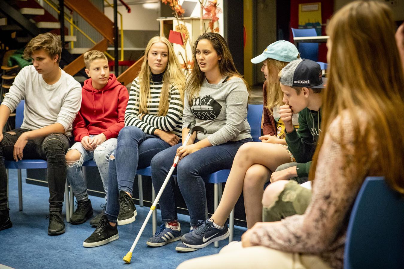 LOSSER - Theatergroep 'sTOF beleeft volgende week de première van hun voorstelling Blind Vertrouwen. Een theaterstuk compleet bedacht door de jongeren van het jongerenpastoraat in parochie Maria Vlucht.