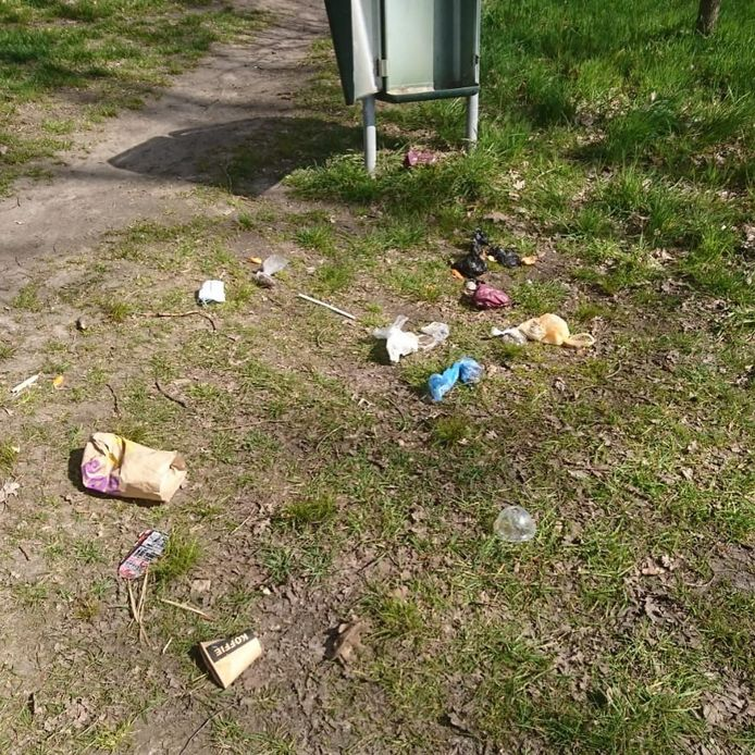 Vernielingen en achtergelaten rommel bij het Kabouterpad in Hoogeloon.