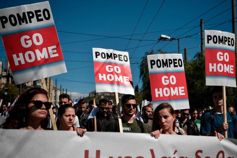 Grieken protesteren tegen de komst van Amerikaans minister van Buitenlandse Zaken Mike Pompeo. Beeld AFP