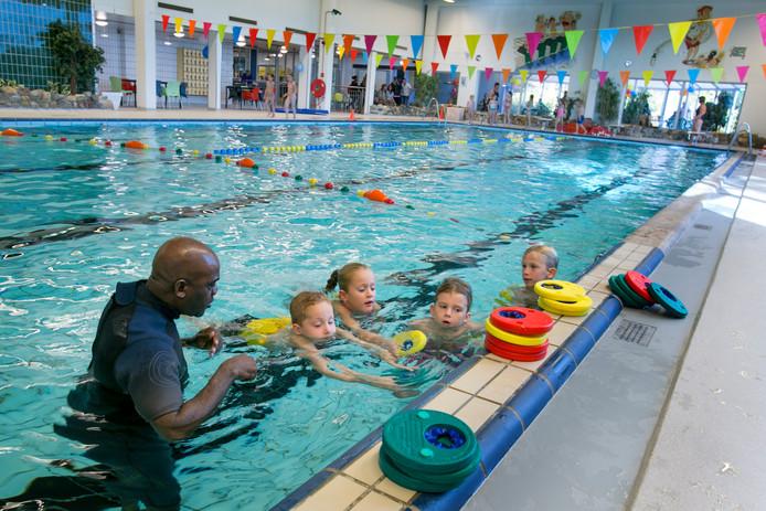 Het sfeervolle Zwembad Zuid in Schiedam is sterk verouderd en aan vervanging toe.