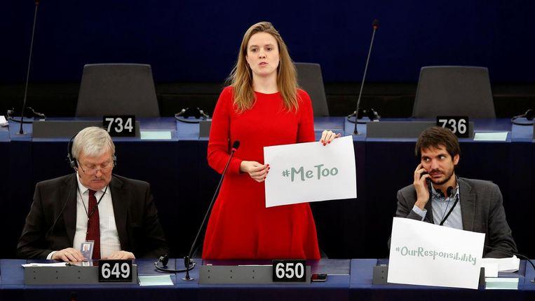 Europees parlementariër Terry Reintke tijdens een debat over seksuele intimidatie in het Europese parlement op 25 oktober. Beeld reuters