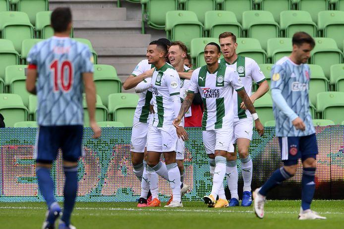 FC Groningen viert de treffer van Remco Balk tegen Ajax.
