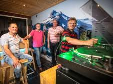 Radio Expansie uit Westerhaar viert verlaat verjaardagsfeestje: 'Piratenleven was mooi, de boetes wat minder'