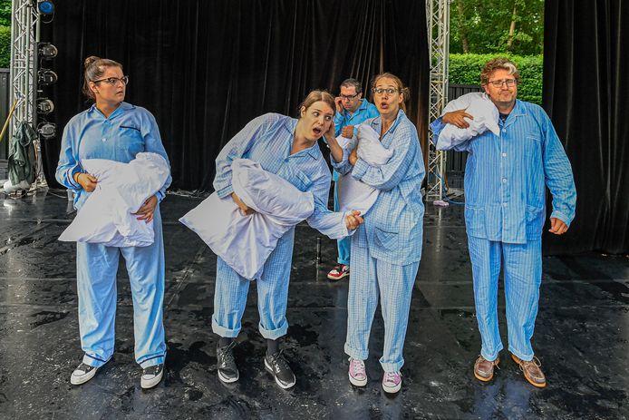 2021-07-26 - ROOSENDAAL - Foto: Pix4Profs/Peter Braakmann - Try out van de nieuwste voorstelling van het Roosendaals Toneel, getiteld de Vijf Raven.