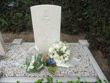 Twee maal bloemen tijdens herdenking in Werkendam