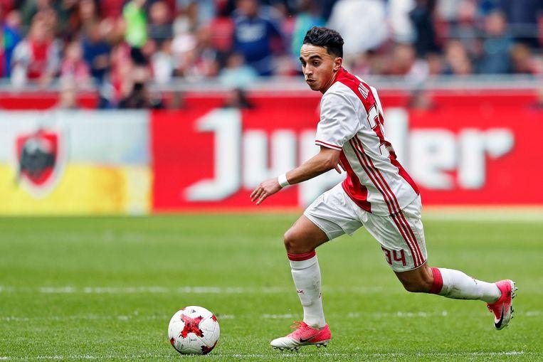 Abdelhak Nouri in actie tegen Go Ahead Eagles in 2017, enkele maanden voordat hij in elkaar zakte tijdens een oefenduel in Oostenrijk. Beeld EPA