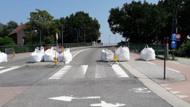 """Maasbrug deels open voor verkeer lichter dan 3,5 ton: """"Snel meer onderzoek nodig, ook onder water"""""""