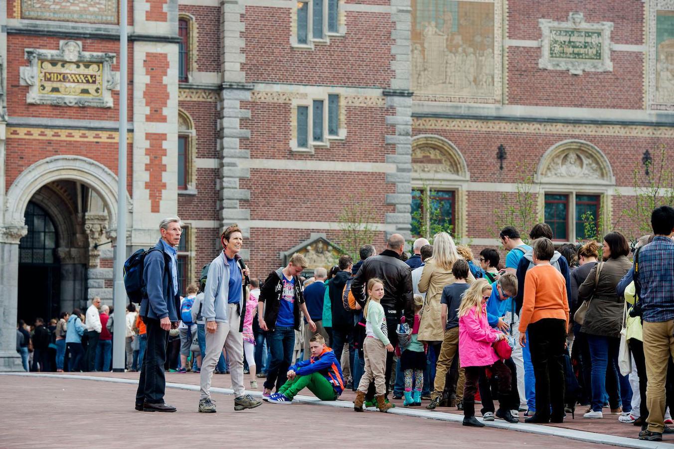 Rijen voor het Rijksmuseum in Amsterdam.