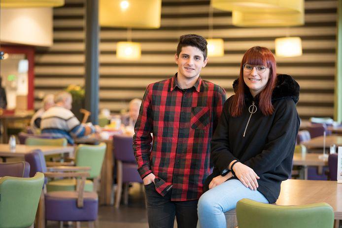 De Italiaanse Andrés Sixto en Spaanse Christina Morales Lopéz zijn sinds 8 januari internationale vrijwilligers bij zorgcentra Vivent De Hooghe Clock