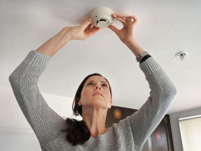 Bestaat je woning uit meerdere verdiepingen? Dan moet je op elke verdieping minstens één rookmelder plaatsen.
