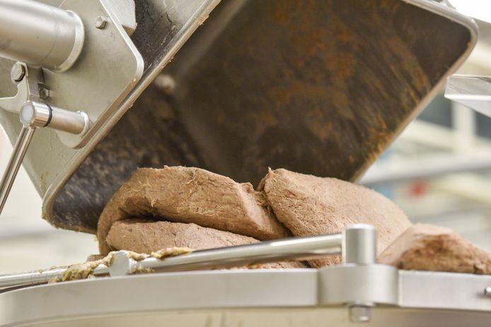 3. Na 24 uur in een koelsluis is compacte vleesworst ontstaan.
