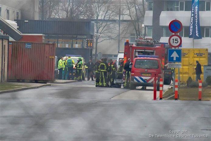 Hulpdiensten op het terrein van ETNL aan de Planthofsweg in Almelo op 29 maart 2013, Goede Vrijdag notabene, waarbij twee werknemers om het leven kwamen.