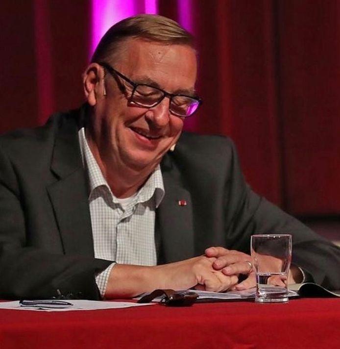 Freddy Verkruyssen heeft zijn afscheid als voorzitter van sp.a Ronse aangekondigd.