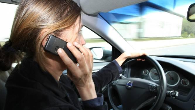 Touring wil dat politie meer anoniem controleert op gsm-gebruik achter het stuur
