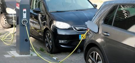 """Gent wil tegen 2025 drie keer zoveel publieke laadpalen: """"Het is dat of kabels leggen over het voetpad"""""""
