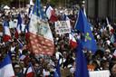 """Manifestanten van de nationalistische partij """"Les Patriotes"""" namen ook deel aan de protesten tegen de coronamaatregelen.  (28/08/2021)"""